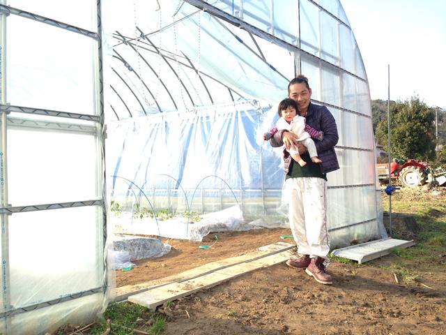 川西さんと子どもさんとハウス