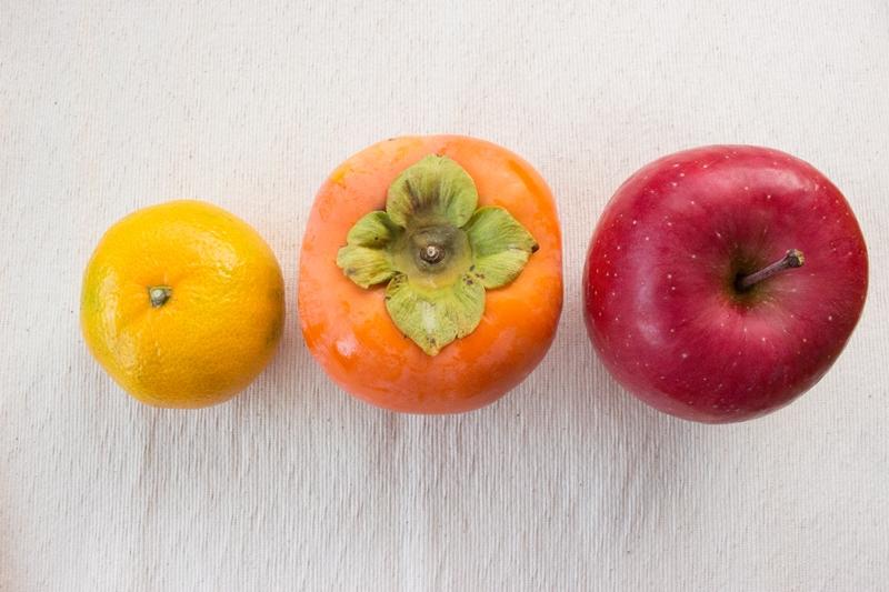 柿の大きさは、みかんの2倍以上